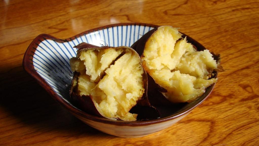割った焼き芋