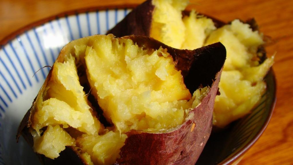 割った焼き芋2
